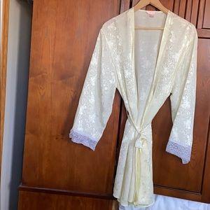 Cream Light Robe, Sz 1X.                   7-12LET